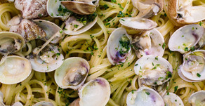 Espaguetis con almejas, un clásico napolitano by Matteo Cucina Italiana