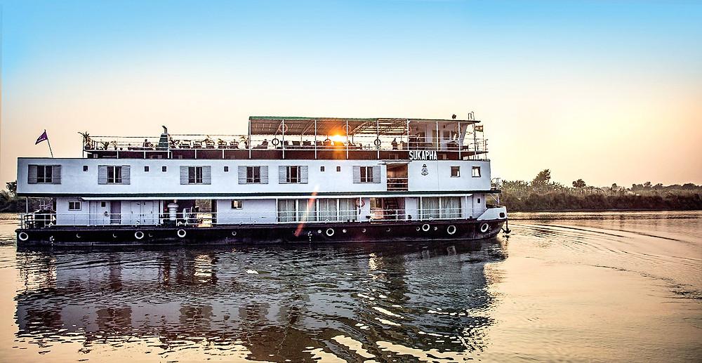 ttmo34_ga_india_ganges_riverboat__img1023
