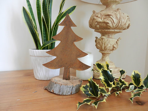 Rustic Metal Christmas Tree - Pointed Pine