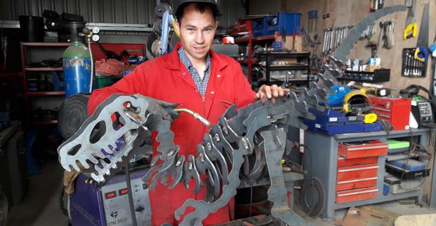 Steve building the 3D Metal Dinosaur Sculpture