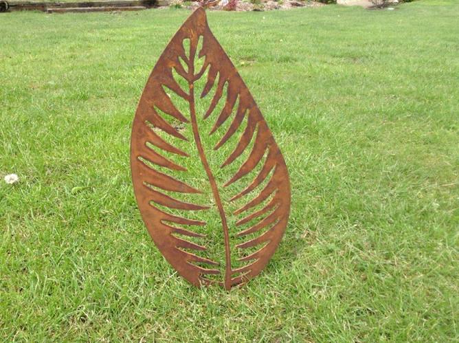 Rusty Metal Leaf Garden Sculpture