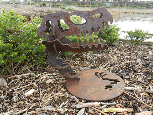 Rusty Metal Dinosaur Skull Sculpture