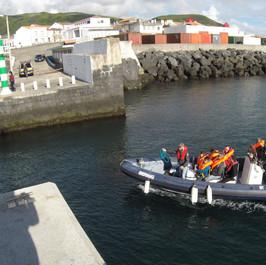 Embarcação chegada Praia.JPG