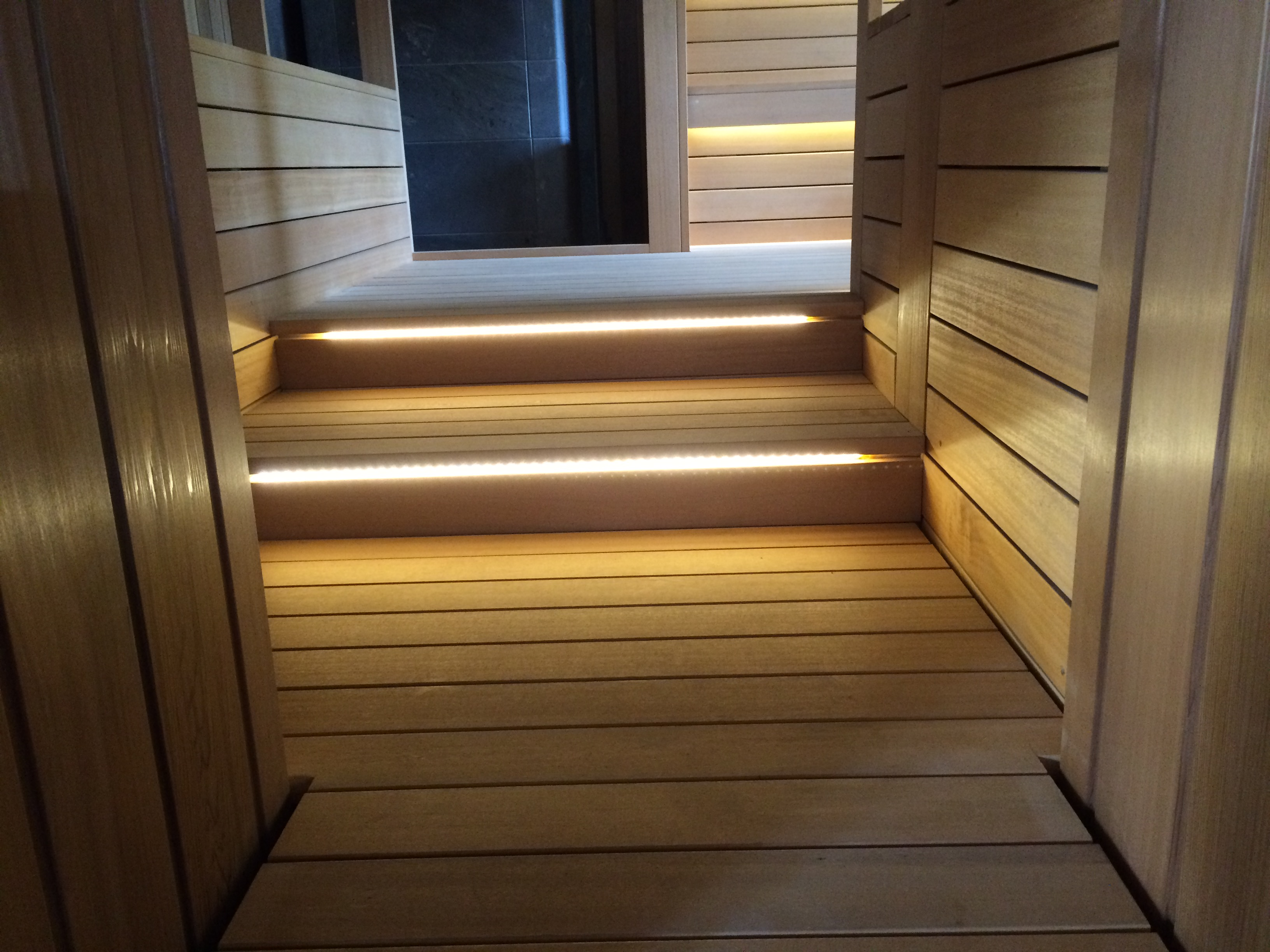 Подсветка ступеней в бане