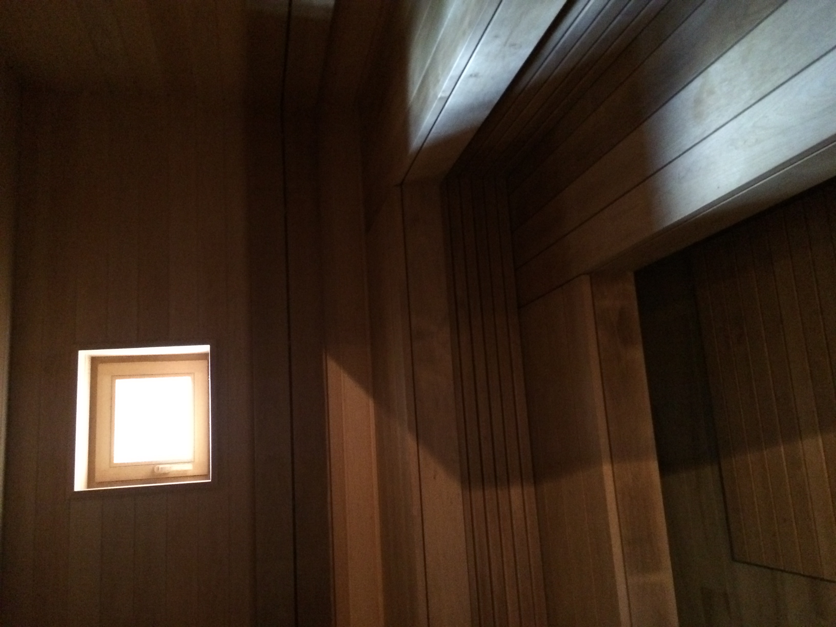 С выключенным светом и подсветкой