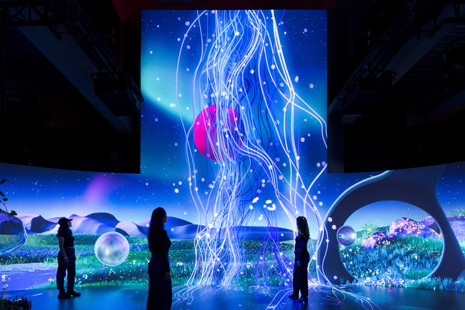 berlins-interactive-magenta-moon-experience-flora-faunavisions-gmbh