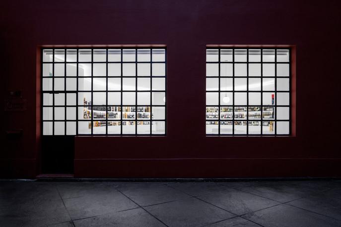 PORTUGAL VINEYARDS CONCEPT STORE -Porto Architects