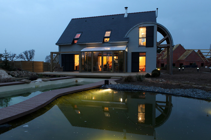 AN ORGANIC, BIOCLIMATIC HOUSE -Patrice Bideau, architect