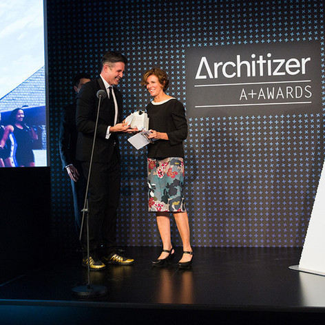 Marc Kushner presents Firm of the Year Award to Jeanne Gang Photo credit: Jenna Bascom