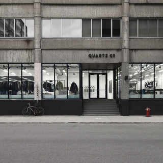 quartz-cos-first-boutique-quartz-co-blanchette-architectes-et-rainville-sangare