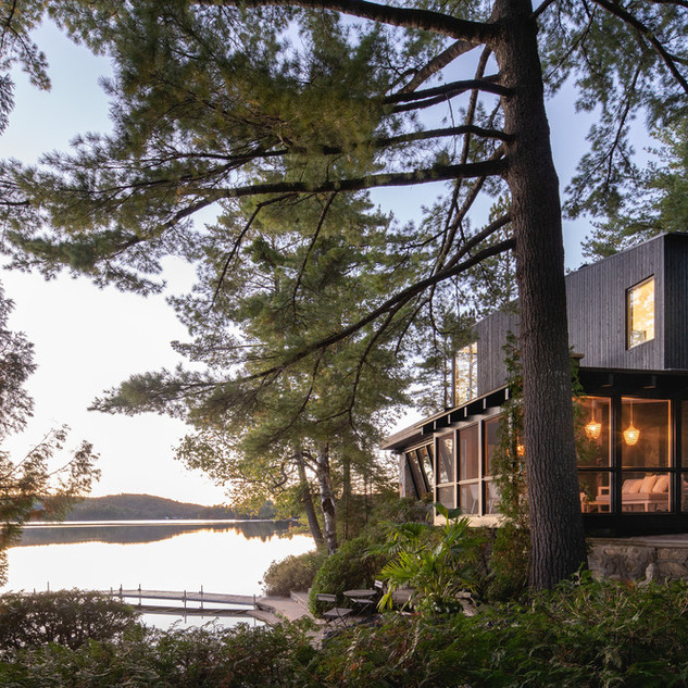 COTTAGE ON THE POINT | Paul Bernier Architecte