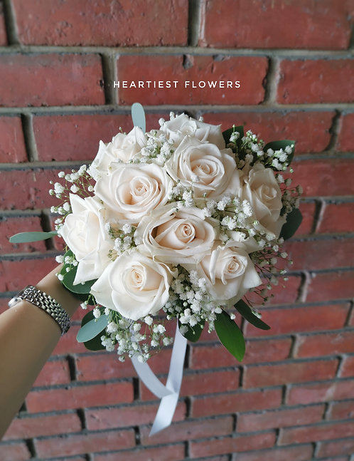 9 Ivory Roses Bouquet