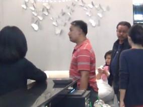 เลือกใช้บริการคลินิกต้องระวัง! บุกจับคลินิกความงามเถื่อนบนห้างสรรพสินค้าย่านบางแสน