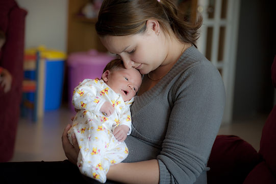 mother-and-small-baby-1290405.jpg