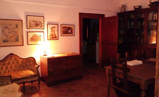 La biblioteca della Dimora San Pietro