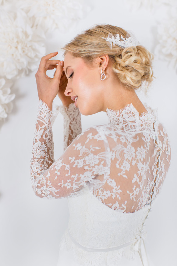 Beim Kollektions-Shooting für den Brautmodenladen La Robe Marie aus München durfte ich verschiedene Looks stylen, hier war der Fokus auf der Natürlichkeit und Eleganz, passend zum wunderschönen Kleid in französischer Spitze  Foto: Barbara Meyer-Selinger Model: Julie March