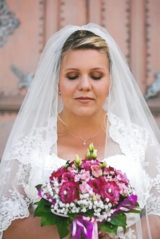"""Die liebe Ramona schminkt sich im Alltag nur mit Wimperntusche, deshalb war es ihr wichtig, dass sie nicht zu stark am Hochzeitstag geschminkt ist - so hat sich wohl in ihrer Haut gefühlt und ihr könnt unter """"Referenzen"""" ihr Feedback lesen   Foto: privat"""