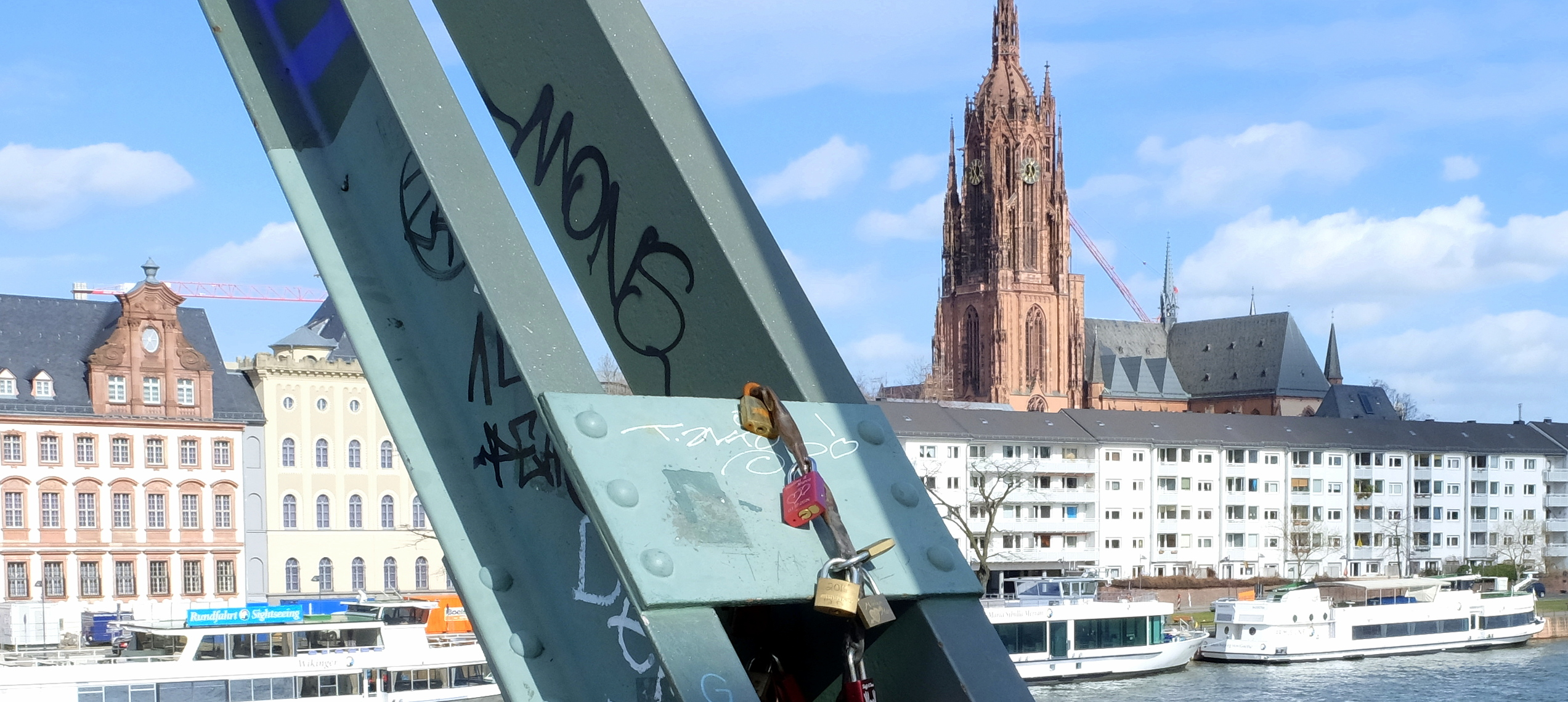 Frankfurt Dom with its 95m tower