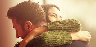 coppia-abbraccio-GettyImages-505292200.j