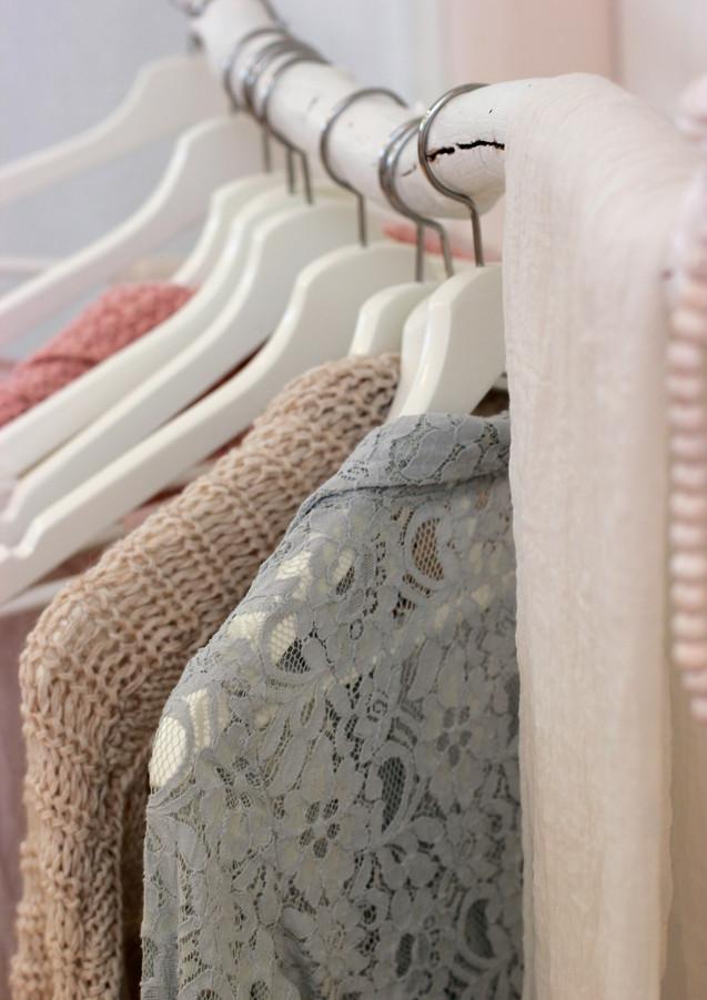 Kleiderstange_aus_Holz