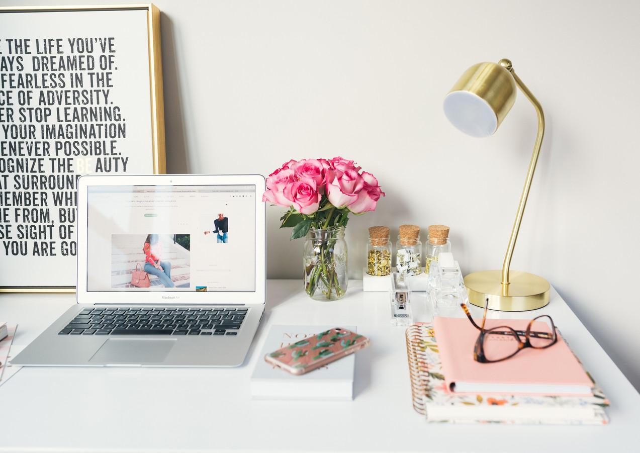 Home_Office_Setup_Pink_Gold.jpg