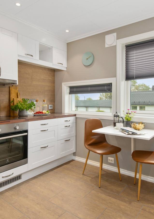 Küche_Modern_mit_Stühlen.jpg