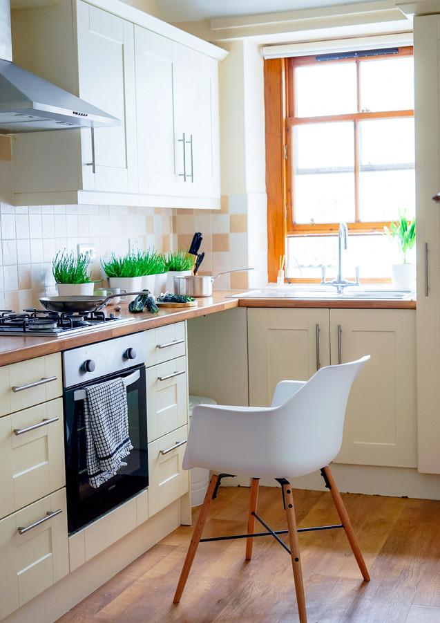 Küche_mit_Stuhl.jpg