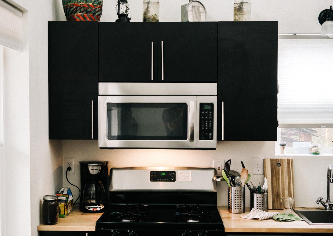 Küche_in_schwarz.jpg