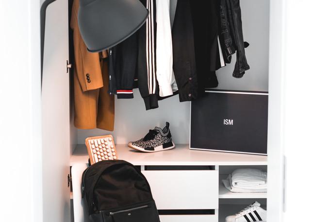 Kleiderschrank_Blick