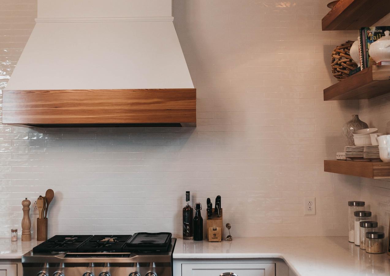 Küche_mit_Abzugshaube.jpg