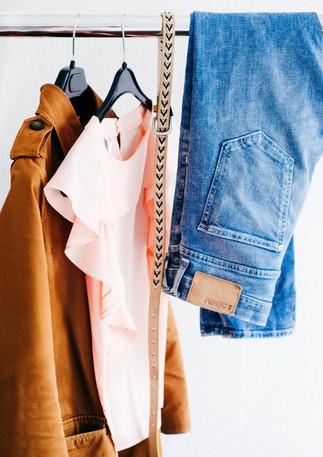 Kleider_auf_Kleiderstange