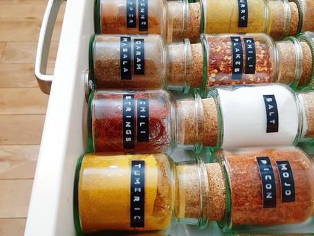 Decanting Spices – In 3 einfachen Schritten Gewürze umfüllen