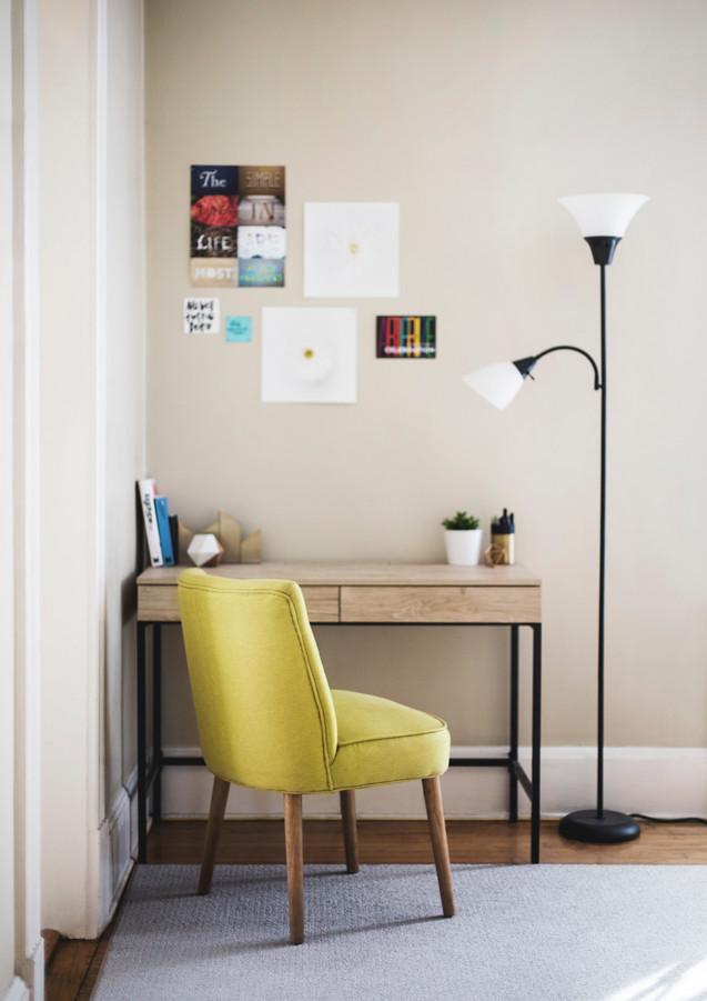 Wohnzimmer_Ecke_mit_Tisch.jpg