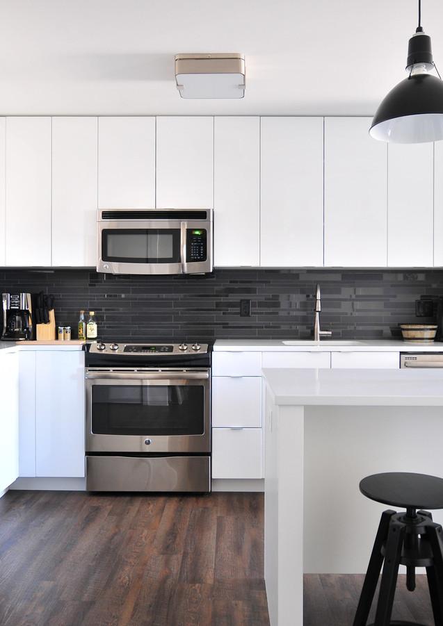 Küche_mit_Barstühlen.jpg
