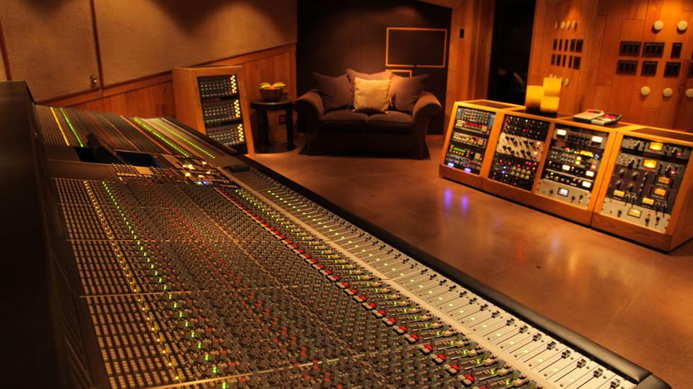 Studio Hum Busting, as easy as 1, 2, 3!!!