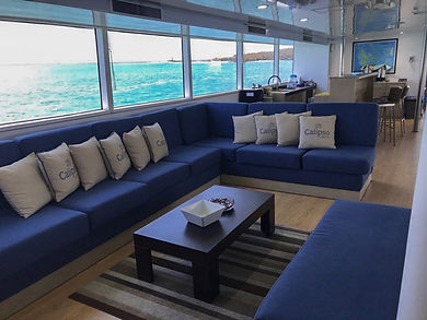 galapagos-calipso-liveaboard-sofa-lounge