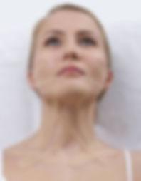 השיטה מתאימה לצעירים ומבוגרים כאחד ומשולבת בקליניקה שליכטיפול משלים לשיטות הטיפול שונות כמו עיסוי או אינטגרציה מבנית   קינזיו טייפינג נחשבת לשיטה יעילה עבור הקלה בכאבים, שיפור תפקוד השרירים ,המפרקים והעור והורדה משמעותית של מתחים שנצבריםבגוף שלנו