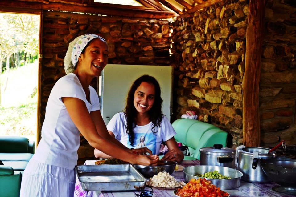 preparação coletiva de refeição