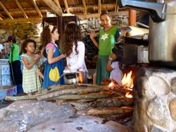 crianças na cozinha geral