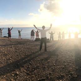 Asanas am Abend Sonnenuntergang Ibiza