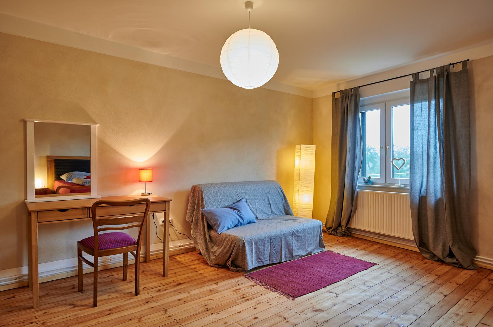 Schlafzimmer mit Saaleblick.JPG