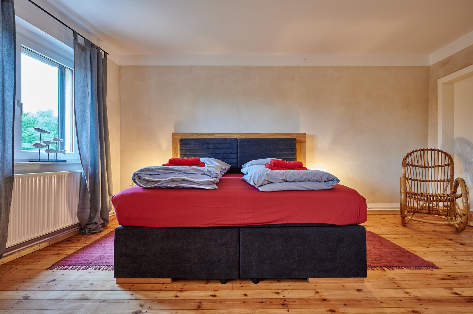 Schlafzimmer zur Saale.JPG