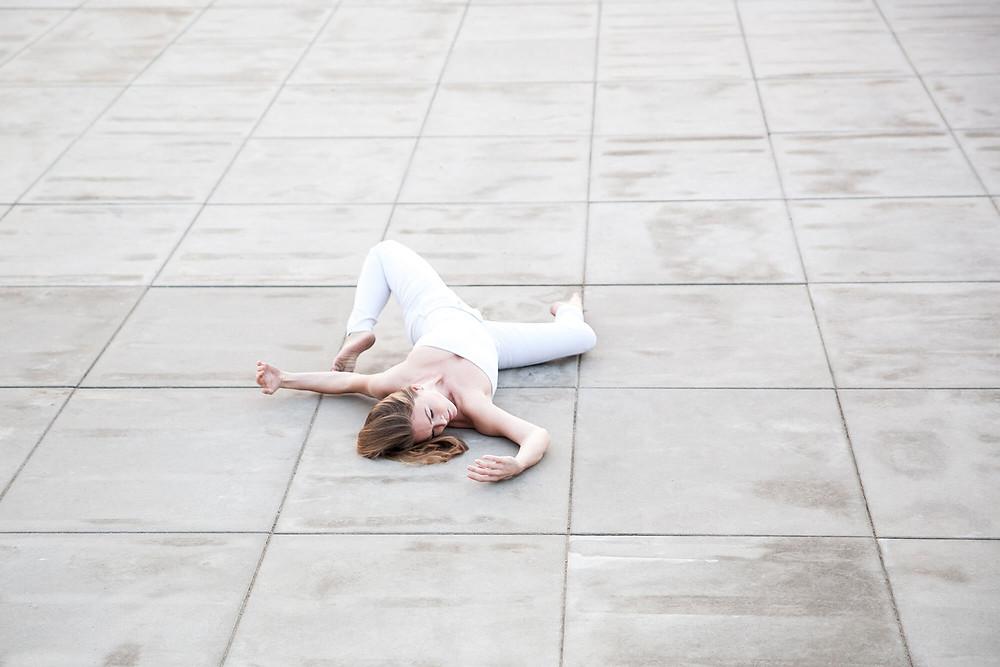 Floor work, sesja tańca w plenerze w Poznaniu