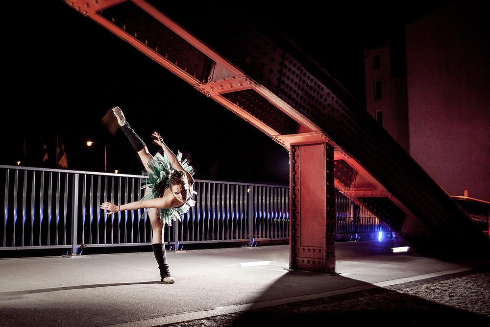 Taneczna sesja zdjęciowa na moście Jordana w Poznaniu