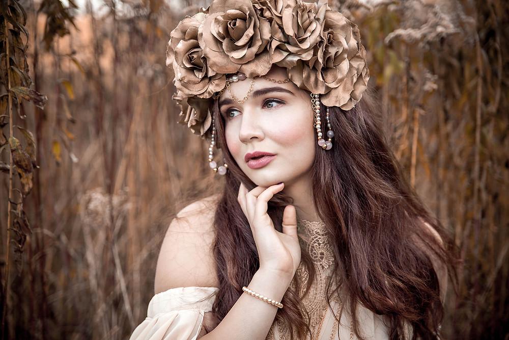 Zamyślona dziewczyna, baśniowa stylizacja, sesja zdjęciowa Poznań, jesienny portret