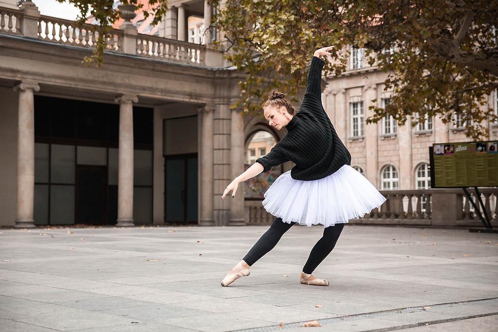 Sesja zdjęciowa tancerki w Poznaniu przy placu Wolności