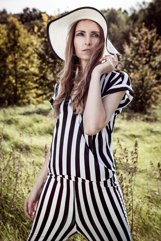 Sesja fashion w czarno-białej stylizacji