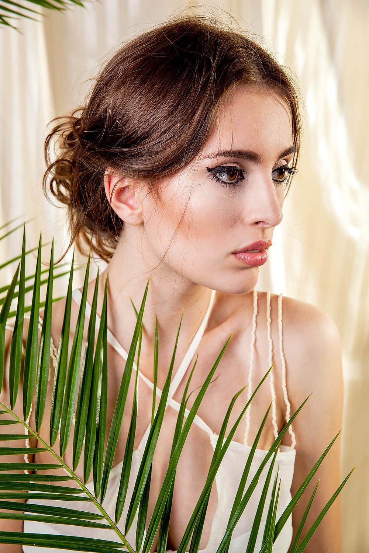 Portret modelki wyglądającej jak egipska księżniczka