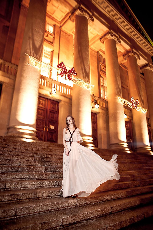 Edytorial sukni wieczorowych z Operą w tle