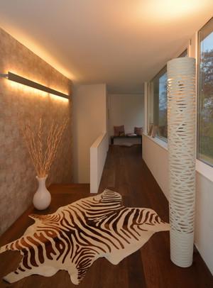 Entrée Zebra Wohnung Eingangsbereich weisser Leuchter